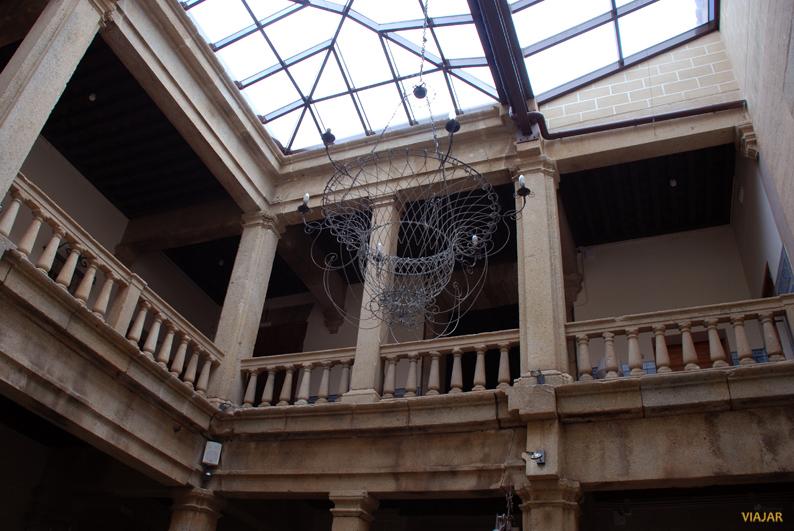 Atrio del hotel Palacio Carvajal Girón