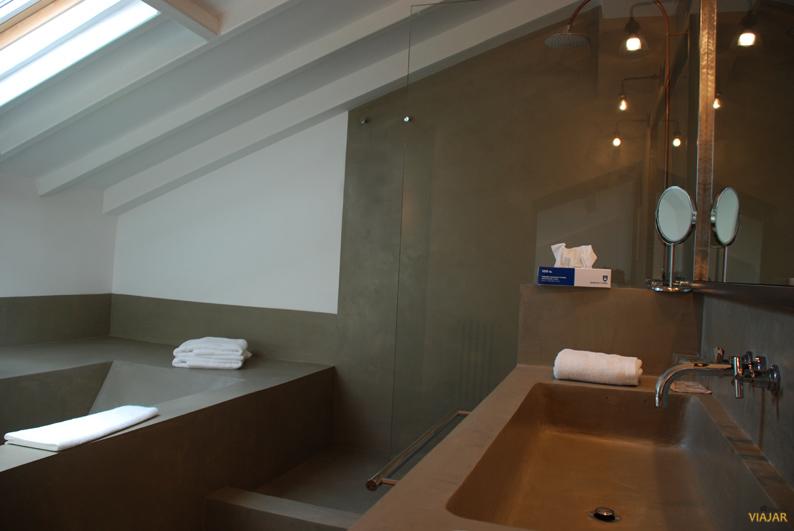 Baño habitación estándar. Hotel Palacio Carvajal Girón
