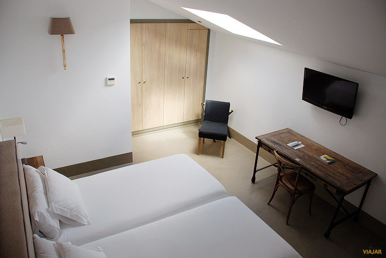 Habitación estándar. Hotel Palacio Carvajal Girón
