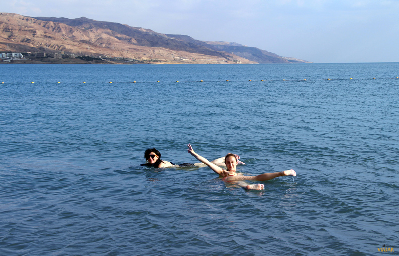 Flotando en el Mar Muerto. Jordania
