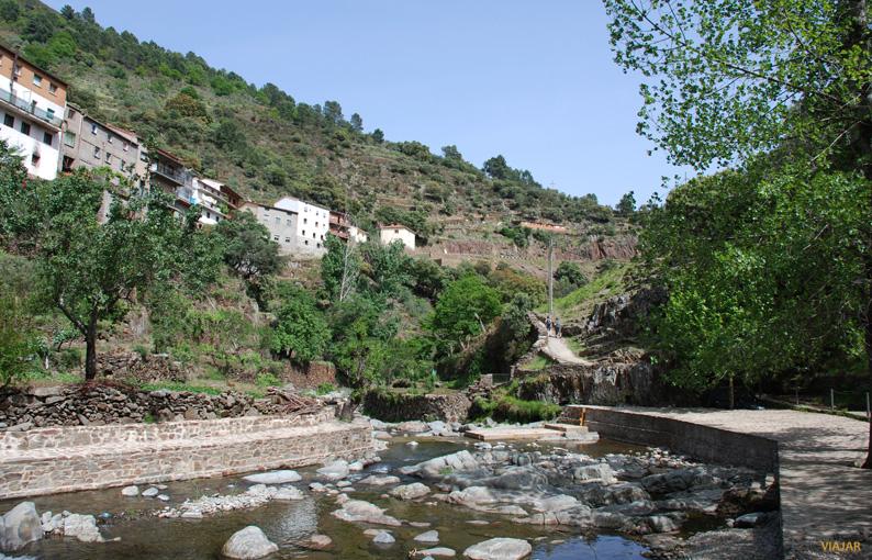 La ruta al Chorro de la Meancera parte desde la alquería de El Gasco. Las Hurdes