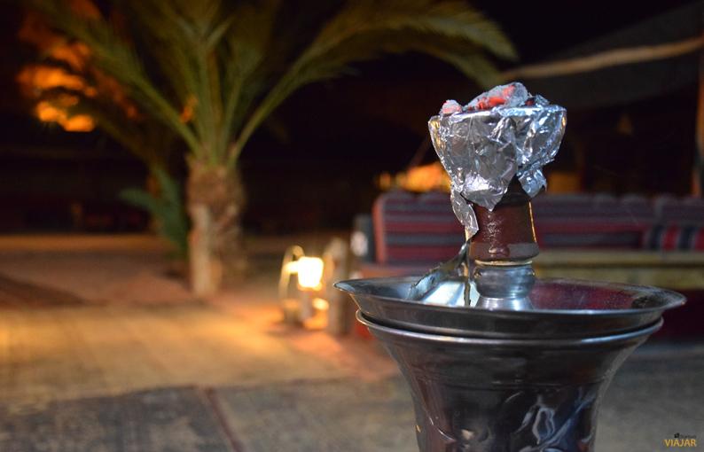 Momento shisha en el Captain's Desert Camp. Jordania