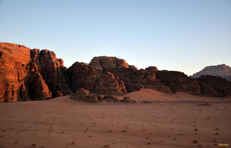 Wadi Rum al atardecer. Jordania