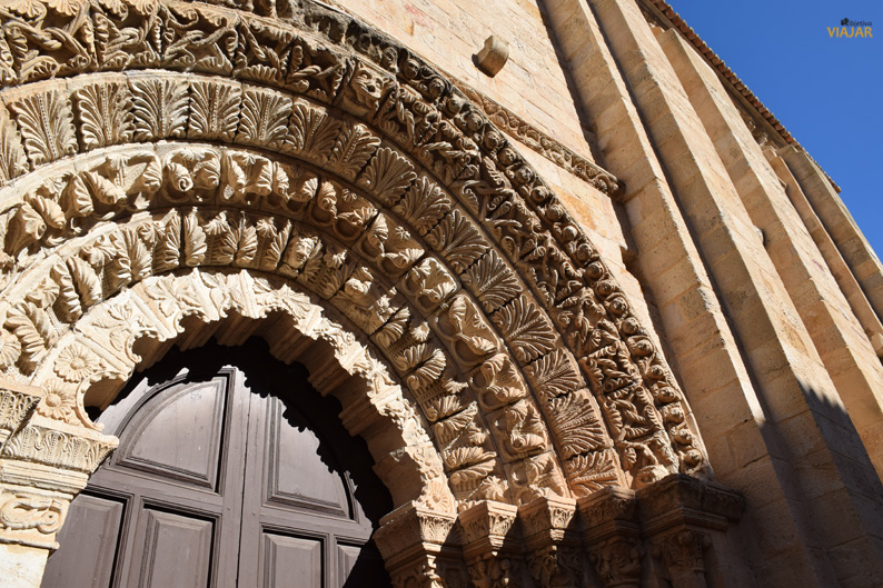 Detalle de la portada de la iglesia de La Magdalena. Zamora