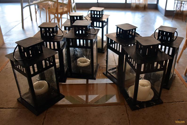 Las mujeres de las comunidades locales elaboran todas las velas que iluminan el Feynan Ecolodge. Jordania