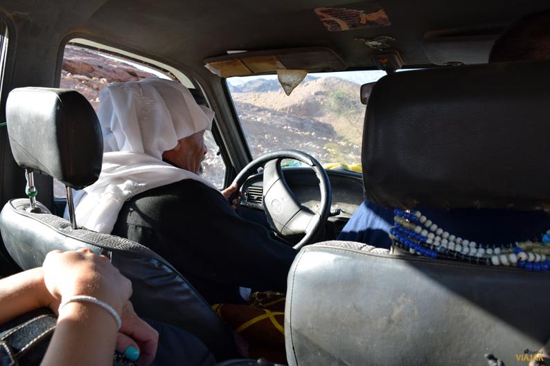 Los conductores que trabajan en el Feynan Ecolodge son beduinos locales