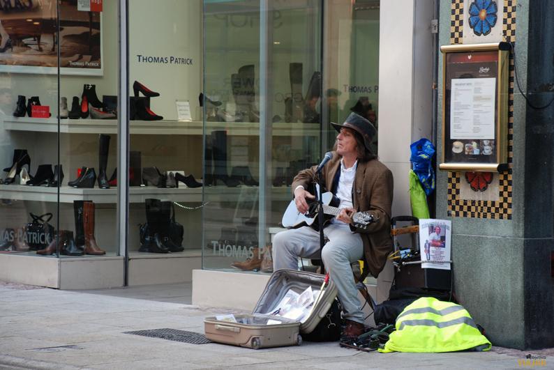 Músico callejero en Grafton Street. Dublín