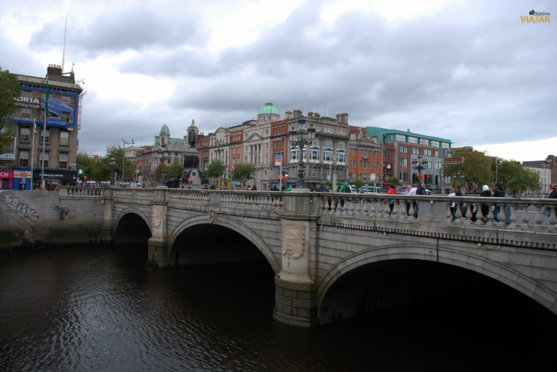O'Connell Bridge. Dublín
