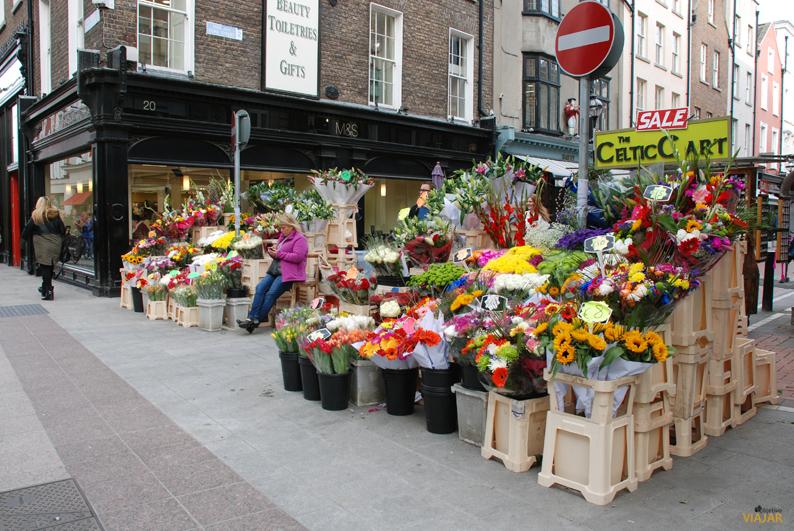 Puesto de flores en Grafton Street. Dublín