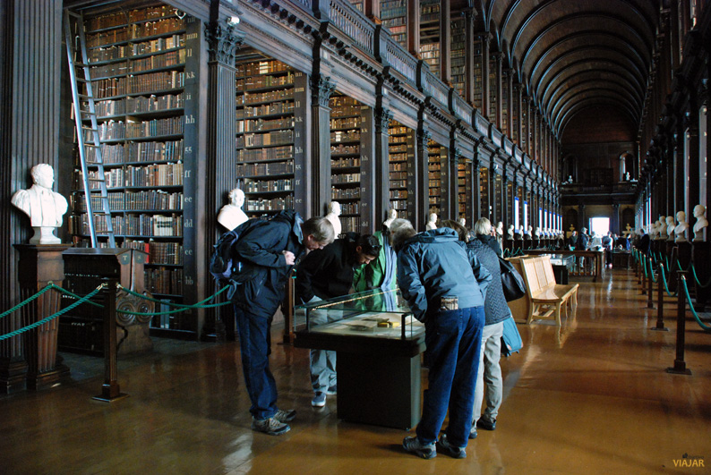 The Long Room, biblioteca del Trinity College. Dublín