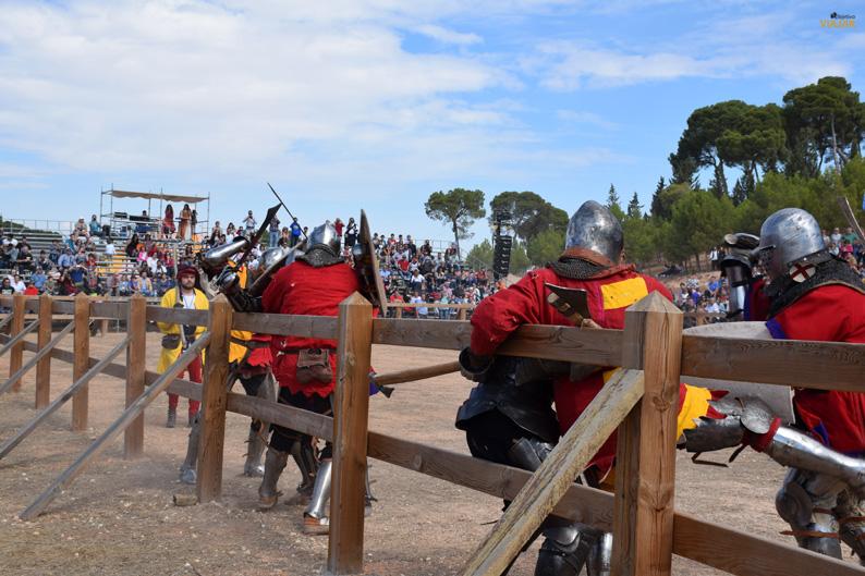 Cuerpo a cuerpo en la melé. I Torneo Internacional de Combate Medieval