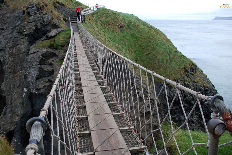 Dispuesta a cruzar el puente colgante de Carrick-a-Rede