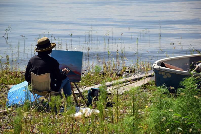 Pintando al borde del lago Kawaguchi. Japón