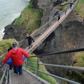La experiencia de cruzar el puente colgante de Carrick-a-Rede