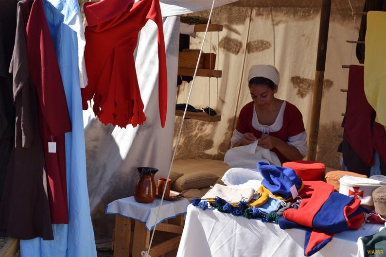 Puesto de ropa medieval. I Torneo Internacional de Combate Medieval