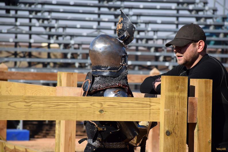 Recibiendo instrucciones antes del combate. I Torneo Internacional de Combate Medieval