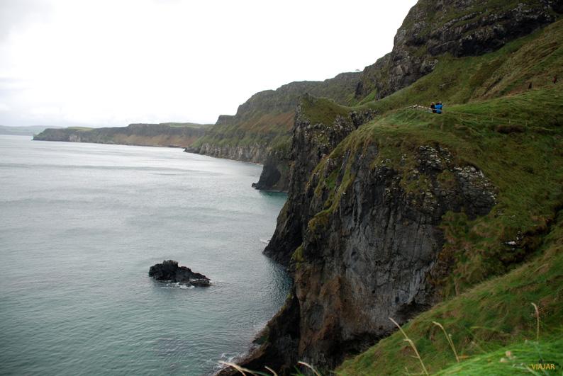 Vistas desde la isla de Carrick. Puente de Carrick-a-Rede