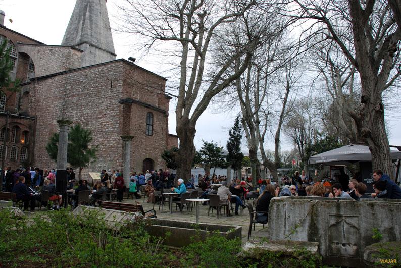 Cafetería en los jardines de Santa Sofía, Estambul