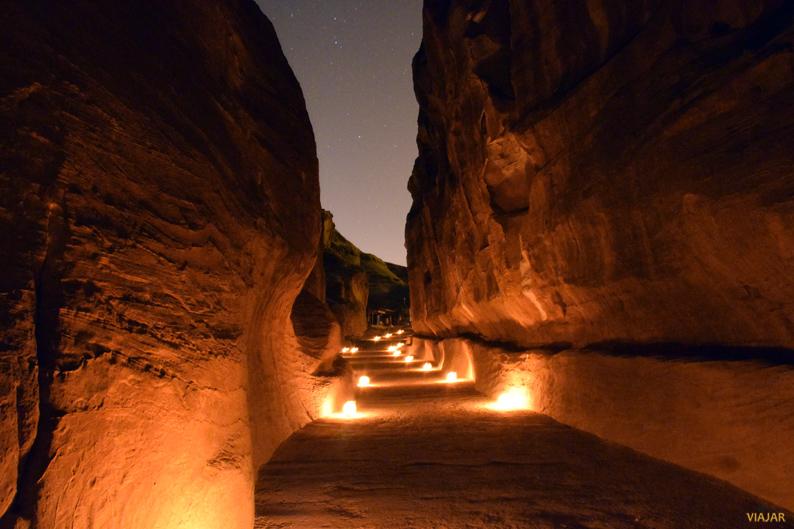 El Siq a la luz de las velas. Petra. Jordania