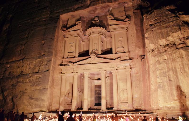 El Tesoro por la noche. Petra. Jordania