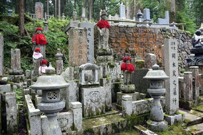Jizos en el cementerio de Okunoin. Japón