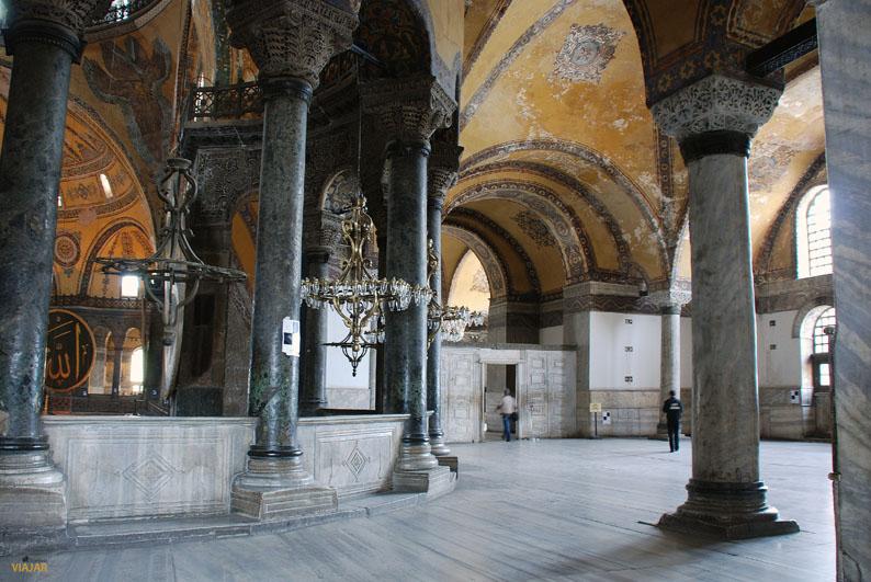 Recorriendo la galería superior de Santa Sofía, Estambul