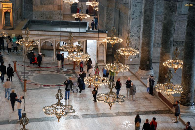Vista de la nave central de Santa Sofía desde la galería superior. Estambul