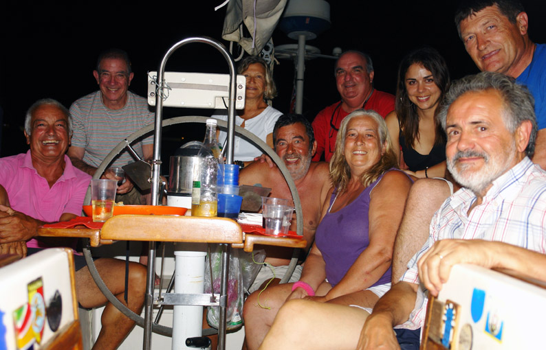 Cena de cambio de tripulación en el puerto de Catania. Sicilia