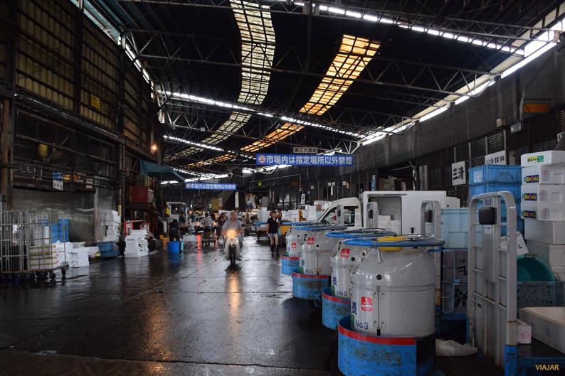 En el mercado Tsukiji se realizan ventas de casi 3.000 toneladas de productos marinos