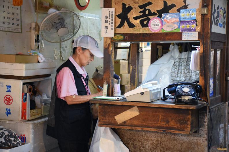 Labores administrativas en el mercado Tsukiji