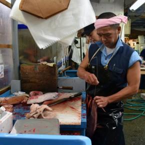 El mercado Tsukiji de Tokio, la mayor lonja de pescado del mundo
