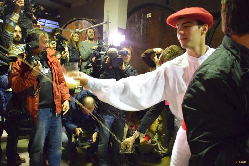 Al grito de Gure Sagardo Berria se abre la primera kupela y comienza la nueva temporada del txotx
