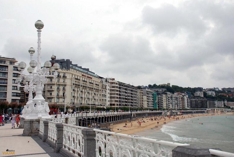 Paseo y playa de La Concha. San Sebastian