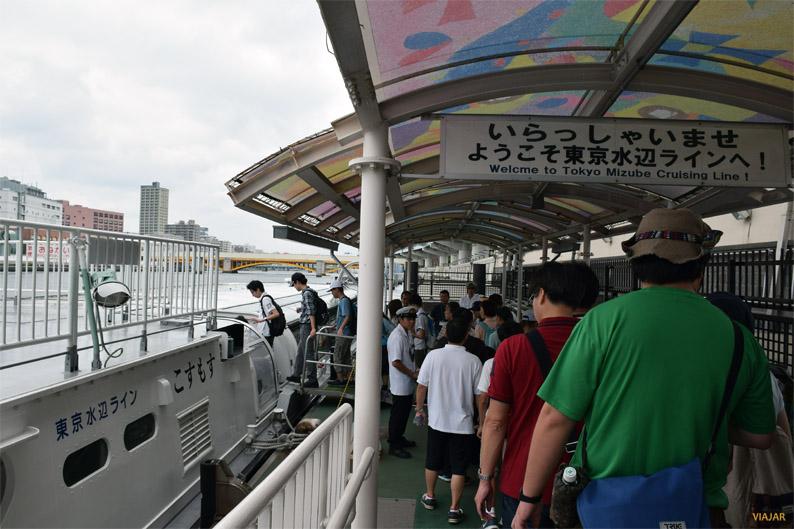Embarcando en el autobús acuático. Río Sumida. Tokio