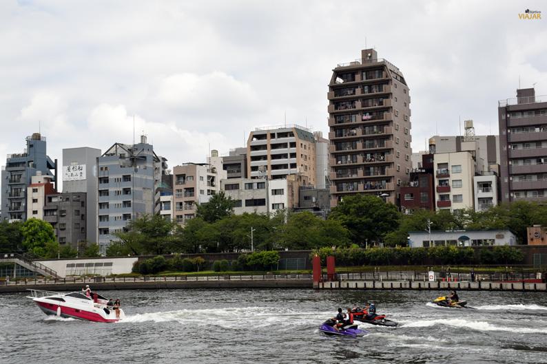 Motos acuáticas en el río Sumida, Tokio