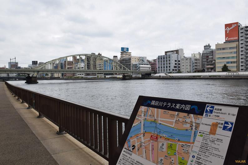 Ryogoku Bridge. Río Sumida. Tokio