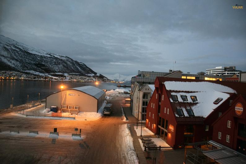 Tromsø desde mi habitacion en el Scandic Ishavshotel. Laponia noruega