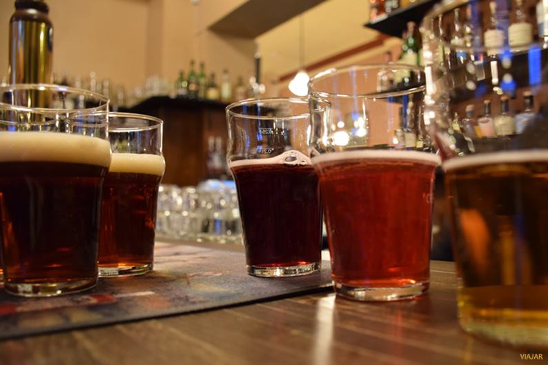 Cata de cervezas artesanales en Panimoravintola Koulu. Turku