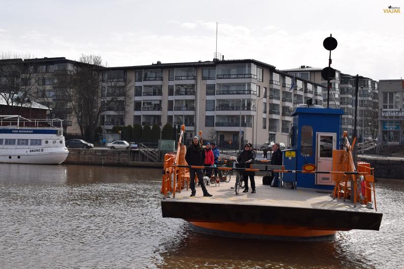 El Föri, un pequeño ferry que conecta las dos orillas del Aura. Turku