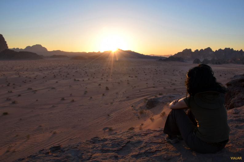 Puesta de sol en Wadi Rum. Jordania