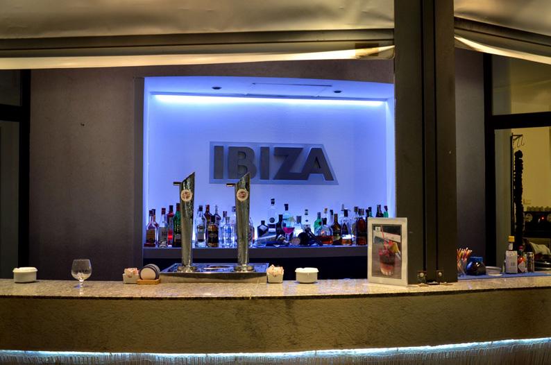 Bar Ibiza. Hotel ADH Isla Cristina. Foto Carlos Jordán Fotografía
