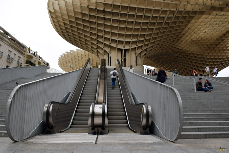 Escaleras de acceso a las Setas de Sevilla