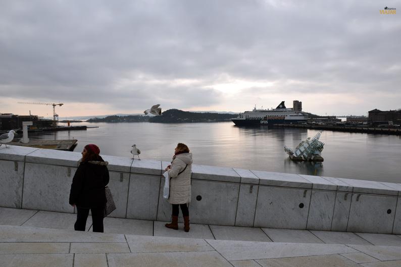 Puerto de Oslo desde la Ópera