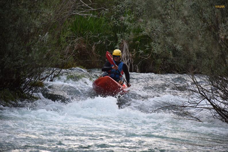 Sorteando los saltos de agua. Provincia de Cuenca