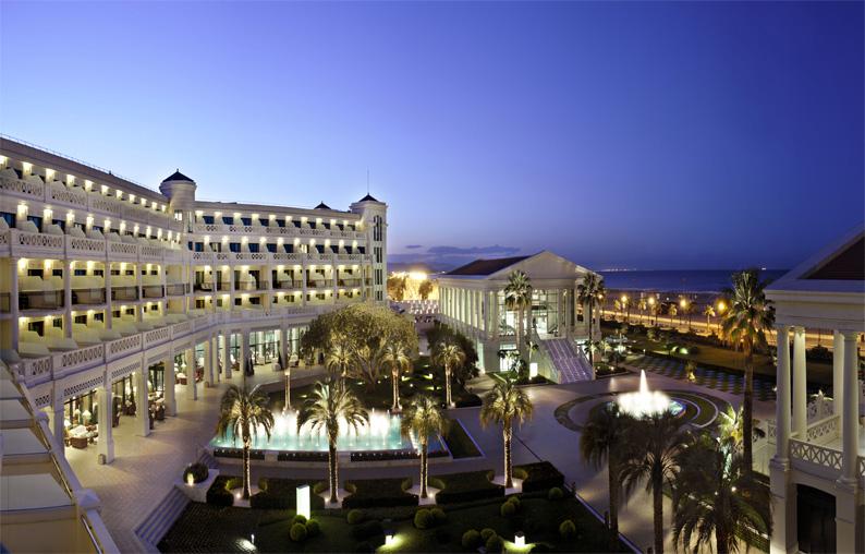 Atardece en el Hotel Las Arenas Balneario Resort
