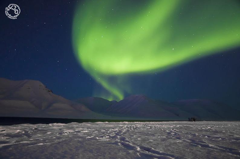 Aurora boreal en Longyearbyen, Svalbard. Laponia noruega © Un viaje creativo