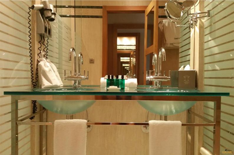 Baño deluxe. Hotel Las Arenas Balneario Resort