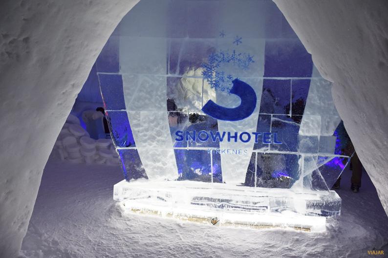 Acceso al Ice bar. Kirkenes Snowhotel. Hotel de hielo
