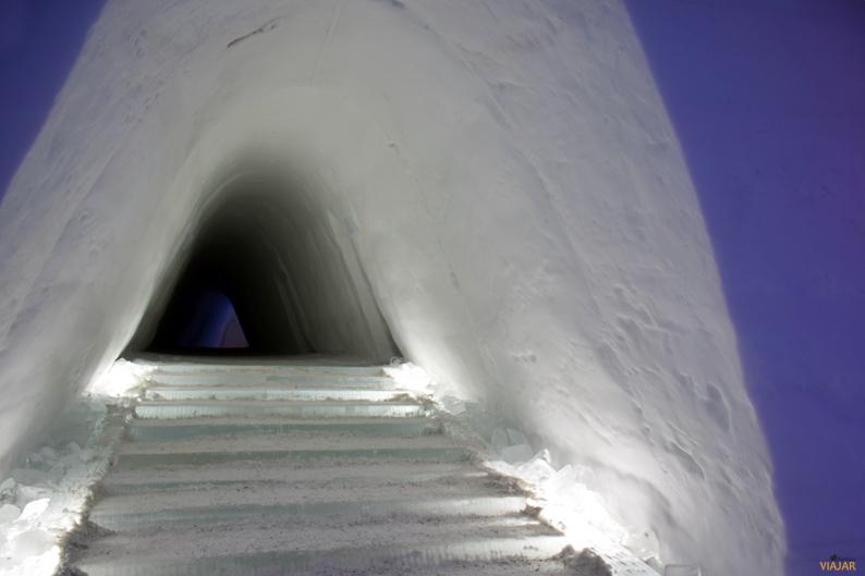Pasillo central del Kirkenes Snowhotel. Hotel de hielo