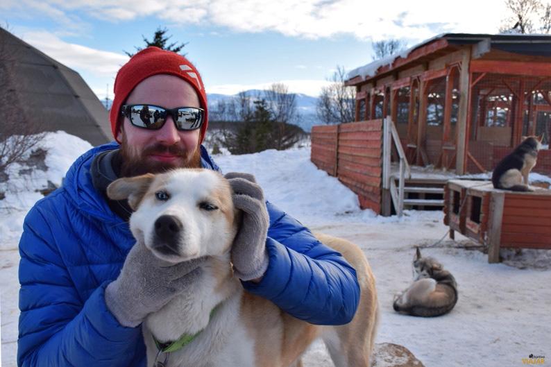 Raymond Larsen, integrante de Tromsø Villmarksenter. Trineo de perros. Laponia noruega